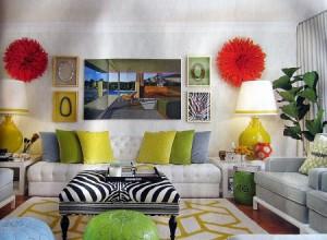 Si la decisión es el uso de colores fuertes, vibrantes, debes recordar siempre combinarlos con tonalidades neutras para evitar un resultado estresante de esa estancia de la vivienda