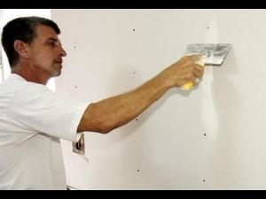 Aplicar masilla en la pared