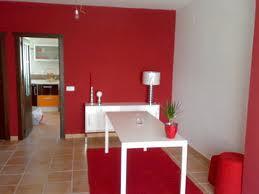 El uso del color rojo debe ir acompañado de colores neutros